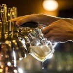 84137617_A_barman_pours_a_glass_of_beer_from_a_tap_in_the_restaurant_at_the_Pilsner_Urquell_brewery-xlarge_trans++gsaO8O78rhmZrDxTlQBjdEbgHFEZVI1Pljic_pW9c90